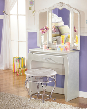 Picture for category Kids Desks & Vanities