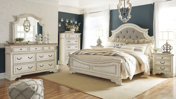 Picture of Realyn 6 Piece Panel Bedroom Set